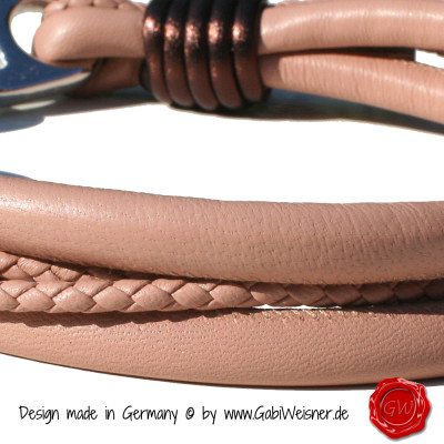 Lederhalsband-4-reihig-Nude-mit-Schoko-metallic-3