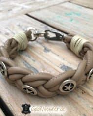 Hundehalsband-aus-Nappaleder-geflochten-und-mit-Sheriffsternen-dekoriert-beige-1