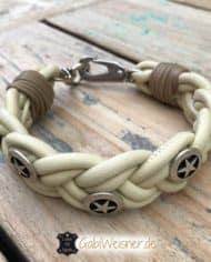 Hundehalsband-aus-Nappaleder-geflochten-und-mit-Sheriffsternen-dekoriert-hellbeige-1