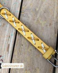 Hundehalsband-Rindsleder-mit-Kreuzen-gelb