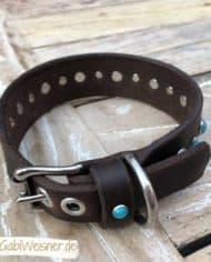 Hundehalsband-3-cm-breit_Leder_mit_Türkisen_Nieten_dekoriert_7