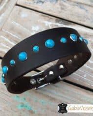 Hundehalsband-3-cm-breit_Leder_mit_Türkisen_Nieten_dekoriert_8