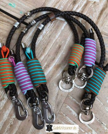 Hundehalsband ein Strang rund geflochten und bunt dekoriert