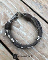 Hundehalsband-Leder-für-kleine-Hunde.-Nappaleder-und-Schlangenleder-Prägung-in-Taupefarben