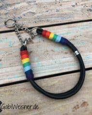 Hundehalsband-Leder-in-Schwarz-mit-Regenbogen-Umwicklung