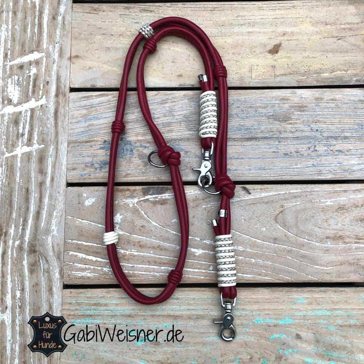 Hundeleine aus Leder in Dunkelrot und bestückt mit Edelstahl-Beschlag. Luxus für Hunde.