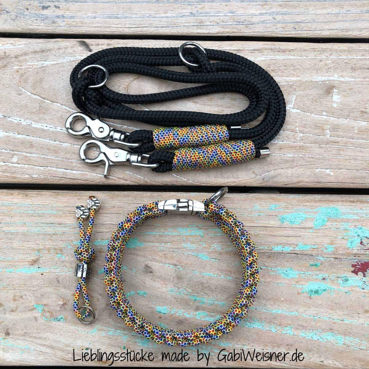 """Hundehalsband SET für kleine Hunde. """"Design Joker"""" mit Klickverschluss. Halsband und Leine inklusive Schlüsselanhänger!"""