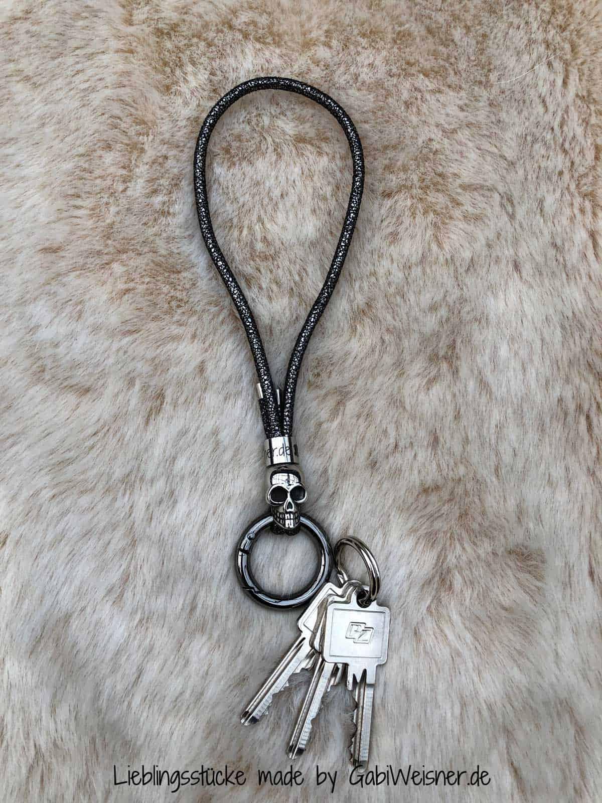 Schlüsselband mit Handschlaufe und mit RingKarabiner