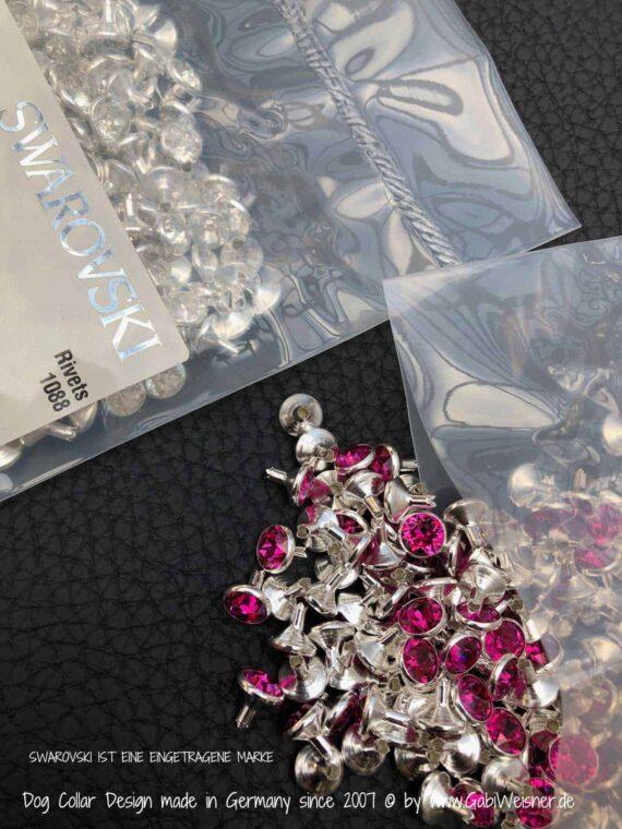 Mit SWAROVSKI® ELEMENTS in Grau, Crystal oder Pink.