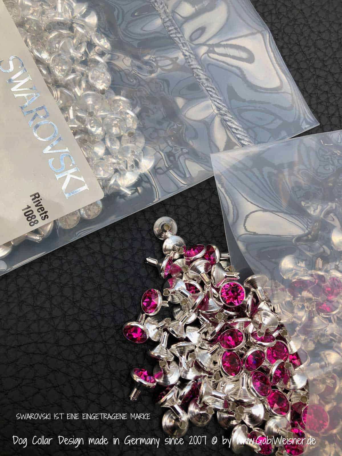 Mit SWAROVSKI® ELEMENTS in Grau, Crystal oder Pink.