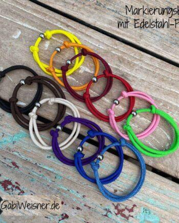 Welpen Markierungsband mit Edelstahlperle dekoriert. MitSchiebeknoten verstellbar. Paracord mit 4 mm Ø in 12 Farben. Jedes SET ist in verschiedenen Größen wählbar.