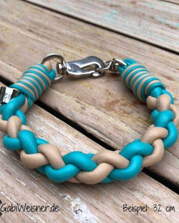Hundehalsband für kleine Hunde. Nappaleder in den Farben Türkis und Hellbeige. Das Halsband ist mit Sprenger-Haken + Doppelwirbel einmal weiter verstellbar.