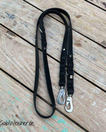 Hundeleine Leder 2 cm breit, 1,6 m lang und 2-fach verstellbar. Bestückt mit Edelstahl-Sprenger-Haken-Karabiner.