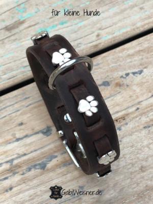 Hundehalsband-mit-Pfoten-auf-Leder-für-kleine-Hunde-braun